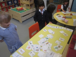 Matching rhyming pairs.